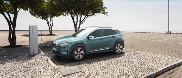 Hyundai KONA electric ved stander