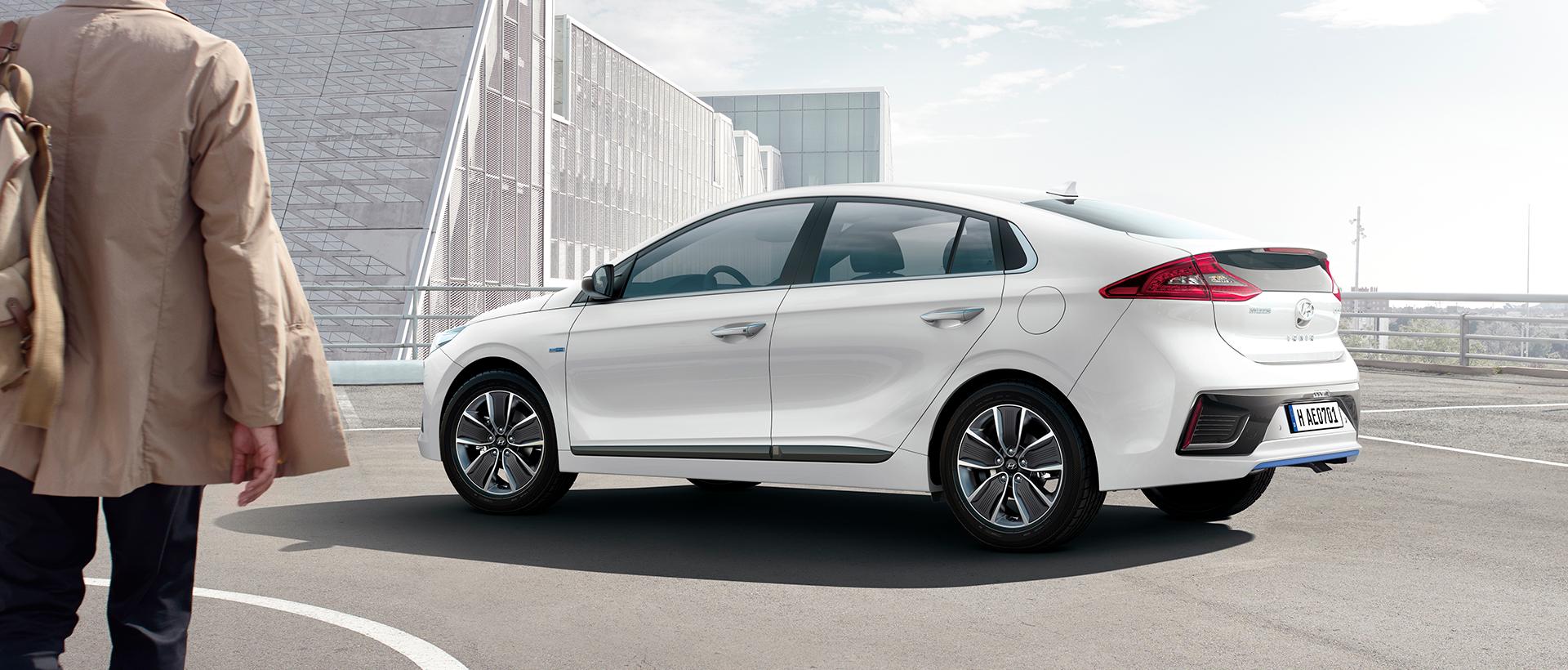 Hyundai IONIQ hybrid udenfor