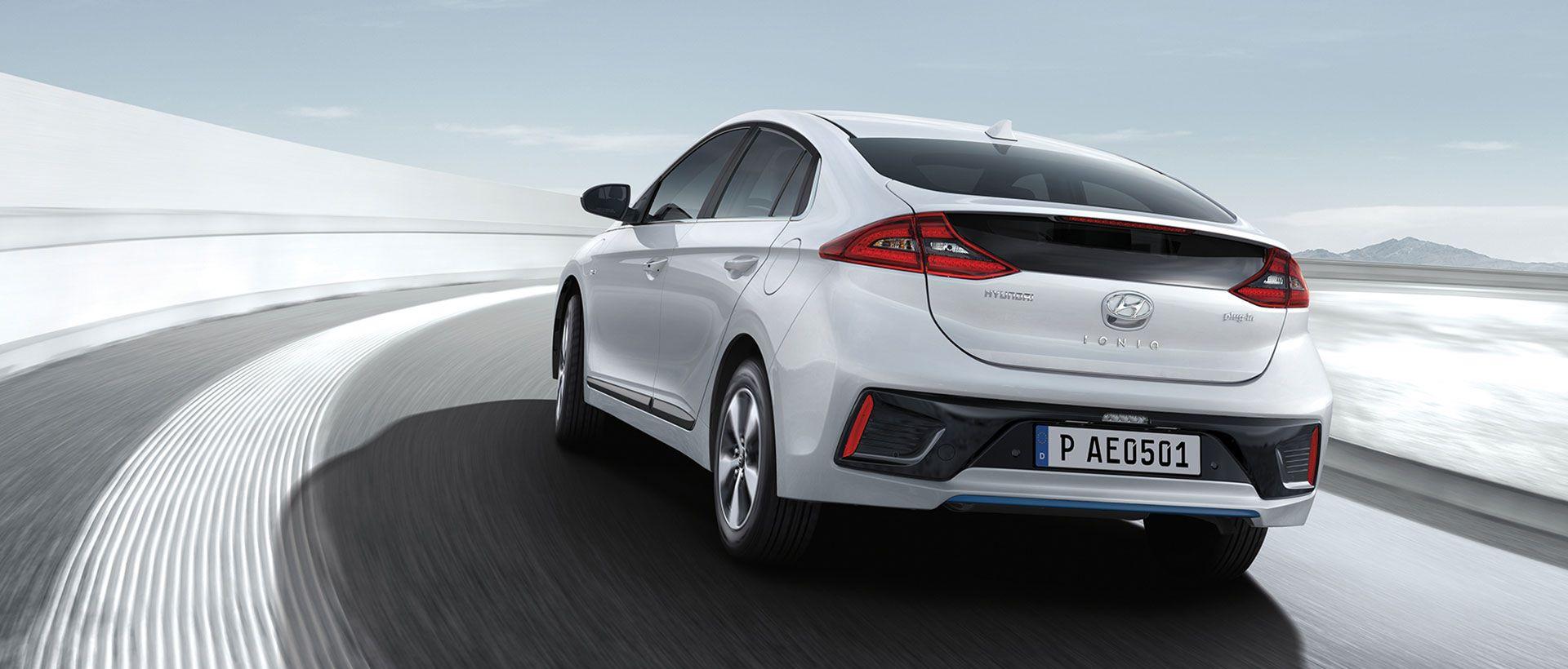 Hyundai IONIQ plug-in hybrid på farten