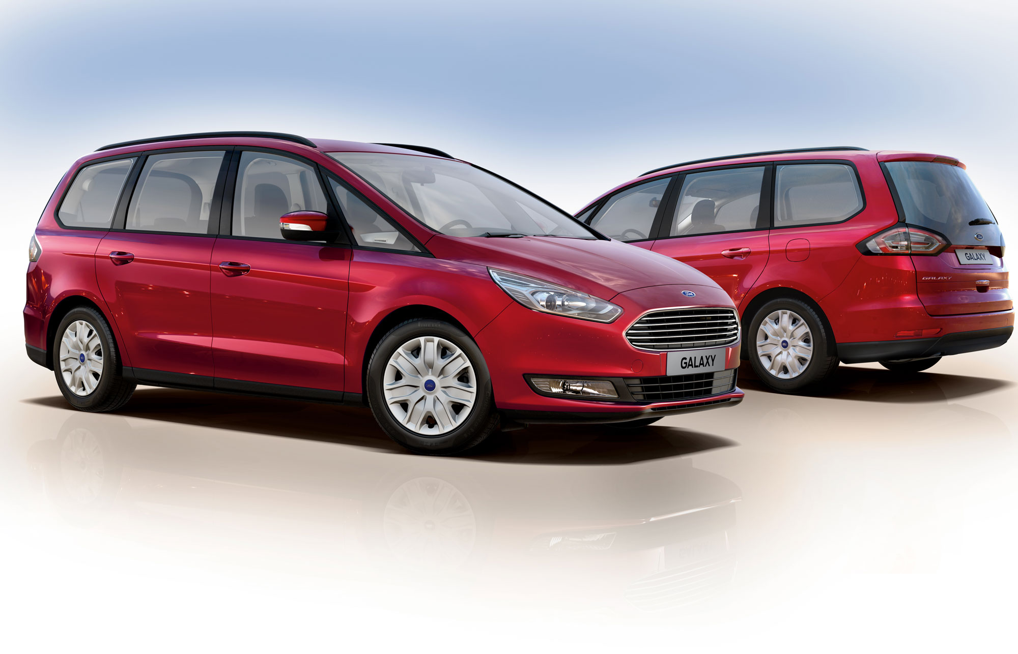To Ford Galaxy fra hver sin side