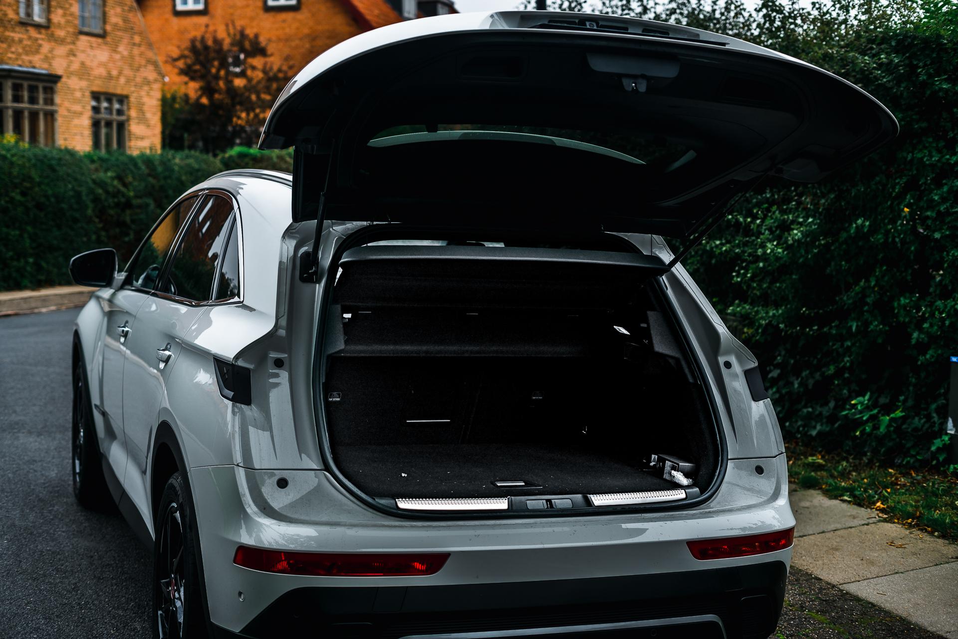 DS 7 Crossback hvid åbent bagagerum