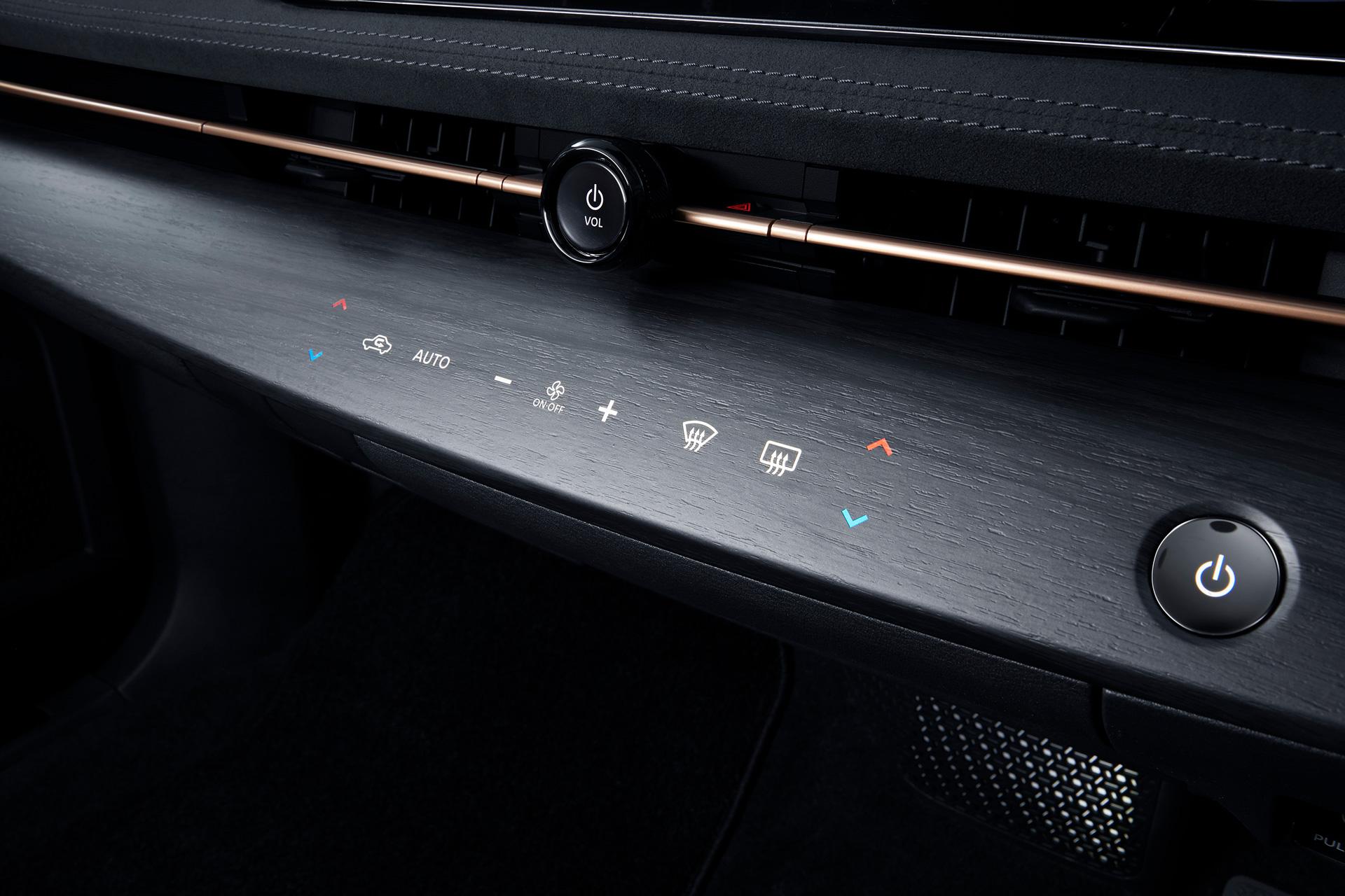 Nissan ARIYA interiør instrumentpanel tændt