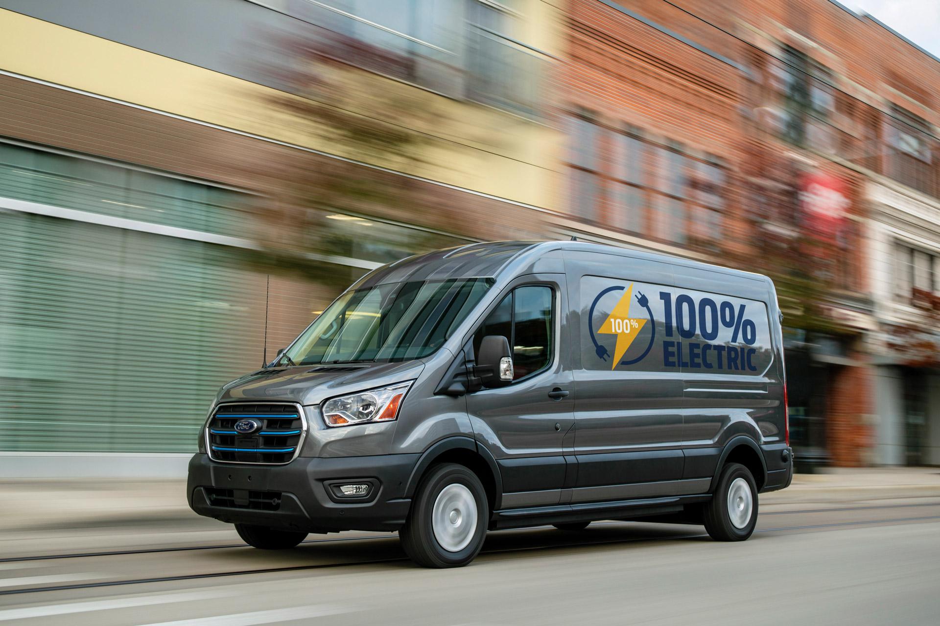 Ford E-Transit fra siden