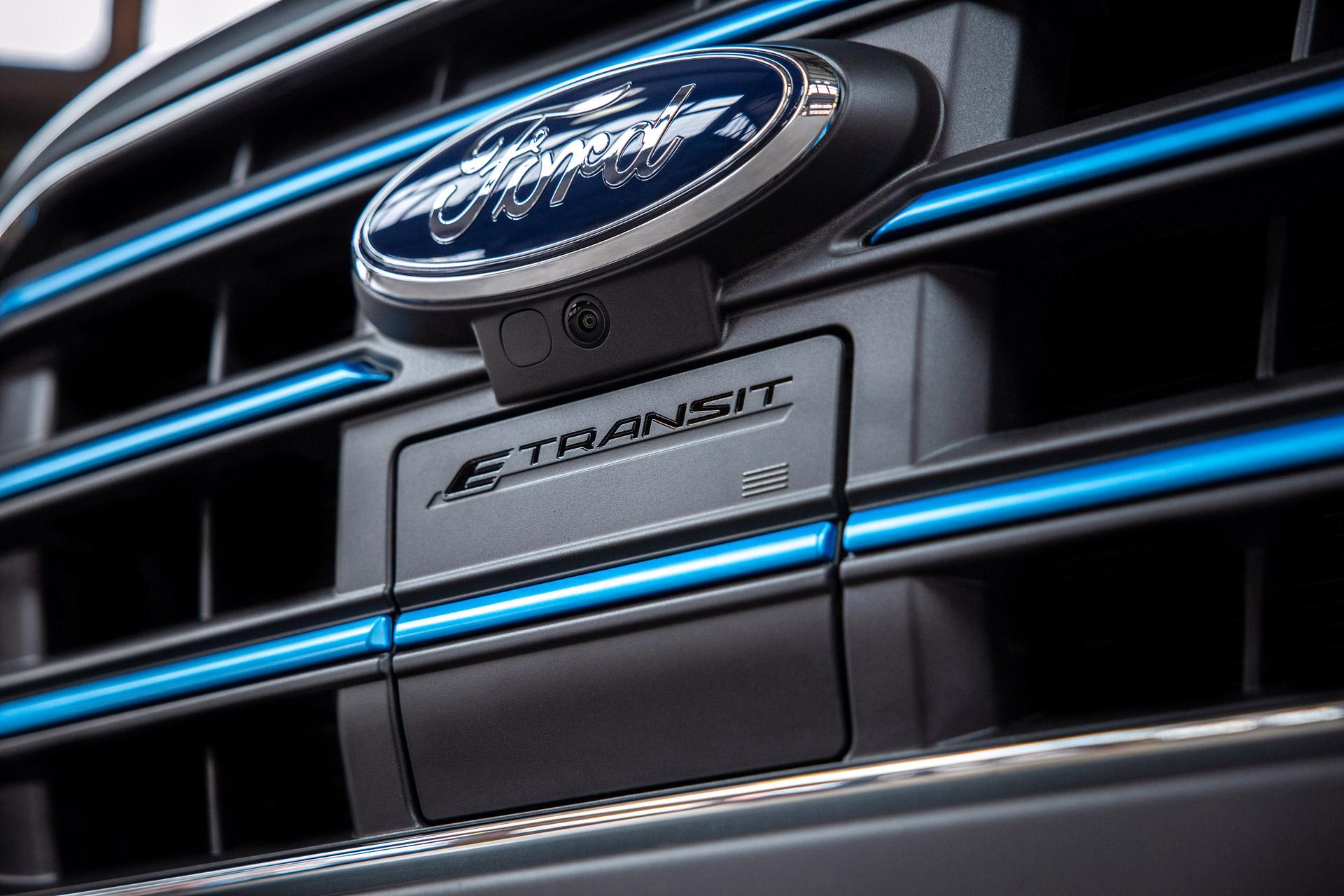 Ford E-Transits front med logo og dæksel til opladning