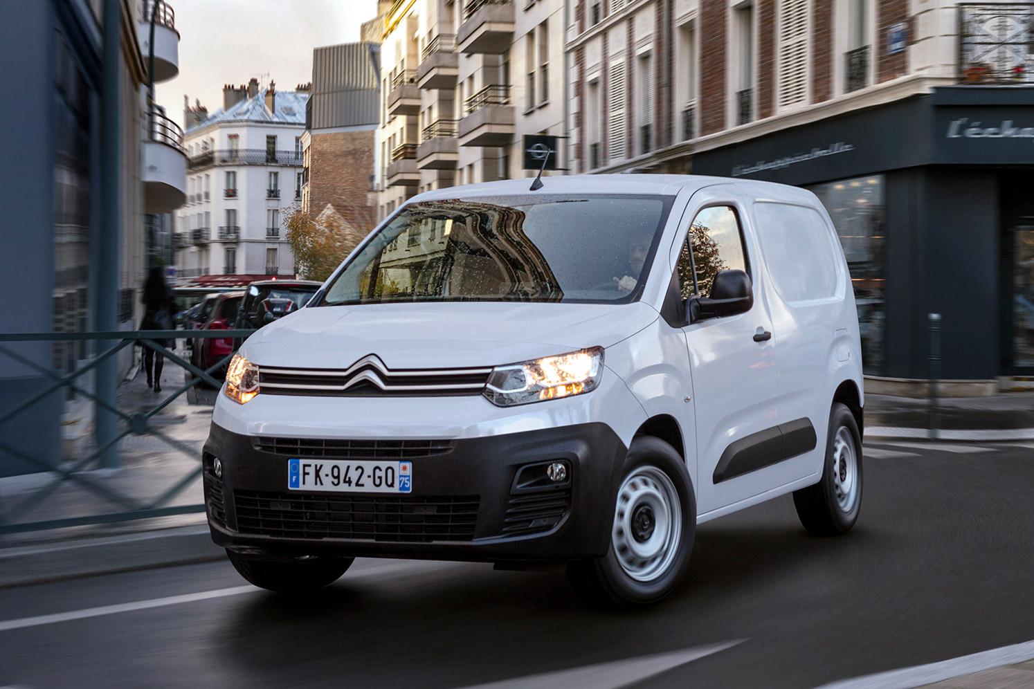 Citroën ë-Berlingo Van på vej rundt i et sving