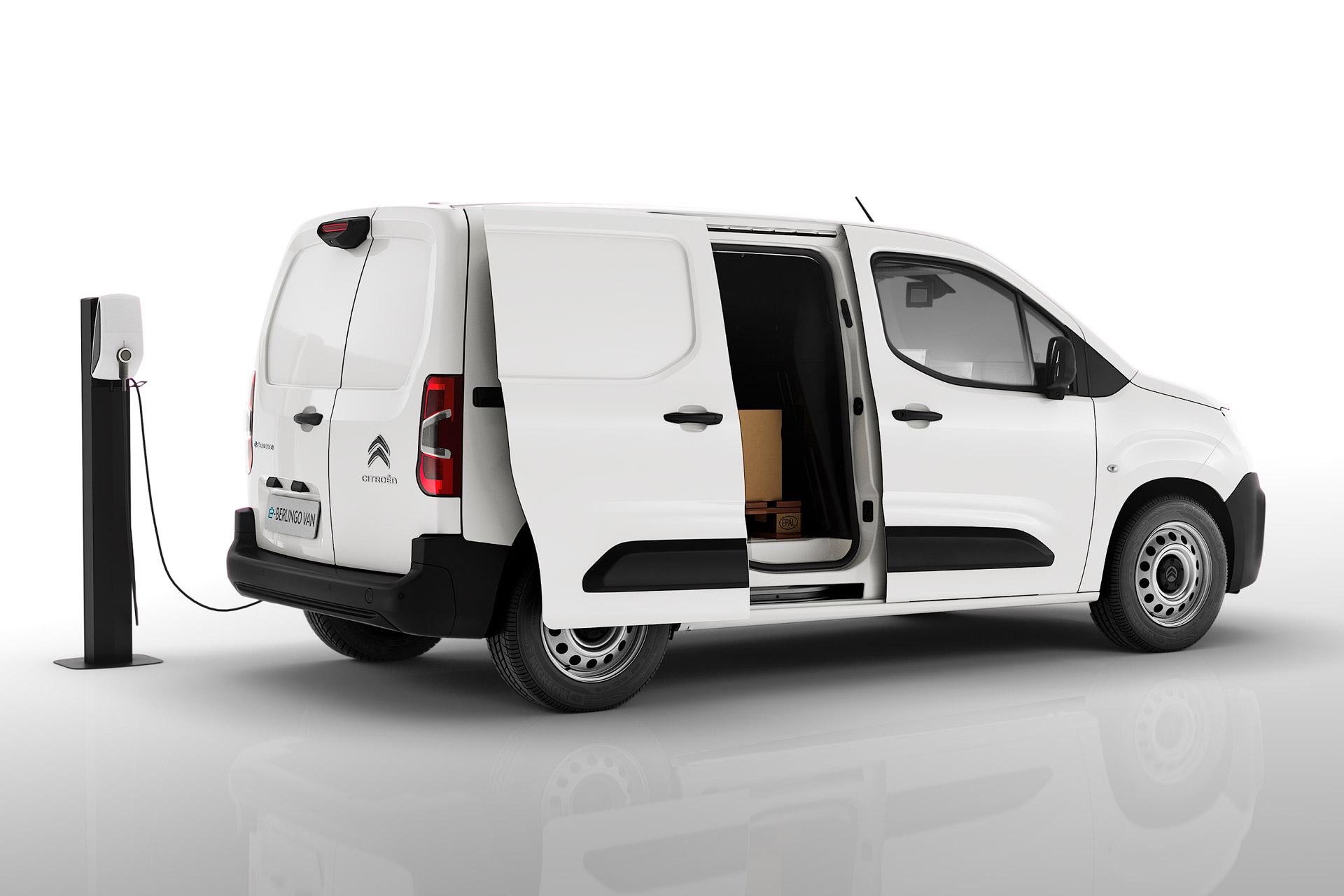 Citroën ë-Berlingo Van ved en ladestander