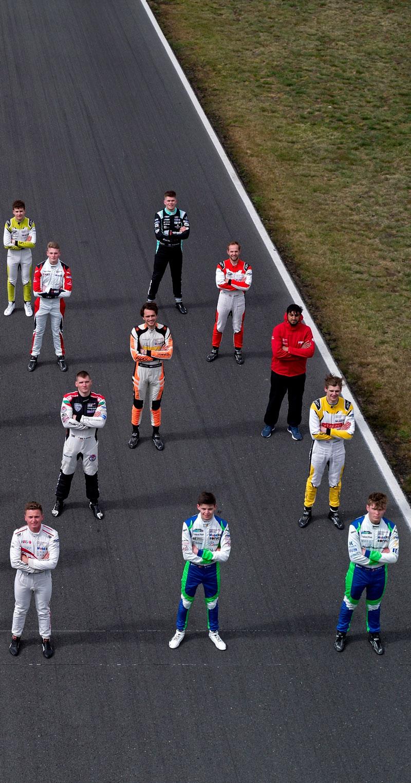 Alle racerkører opstillet