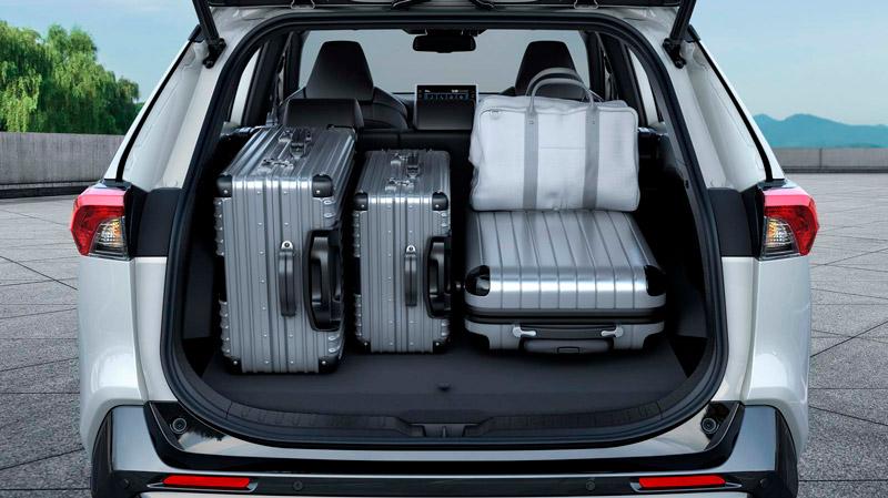 Suzuki Across åbent bagagerum