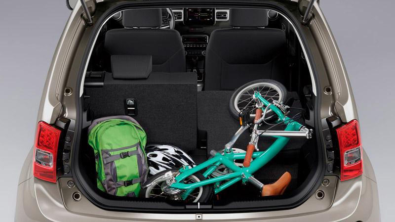 Suzuki Ignis med åbent bagagerum