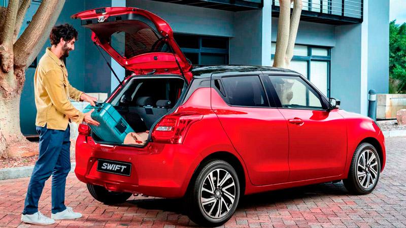 Suzuki Swift med åbent bagagerum