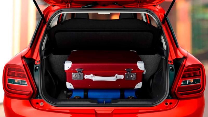 Suzuki Swift med bagagerummet fyldt op