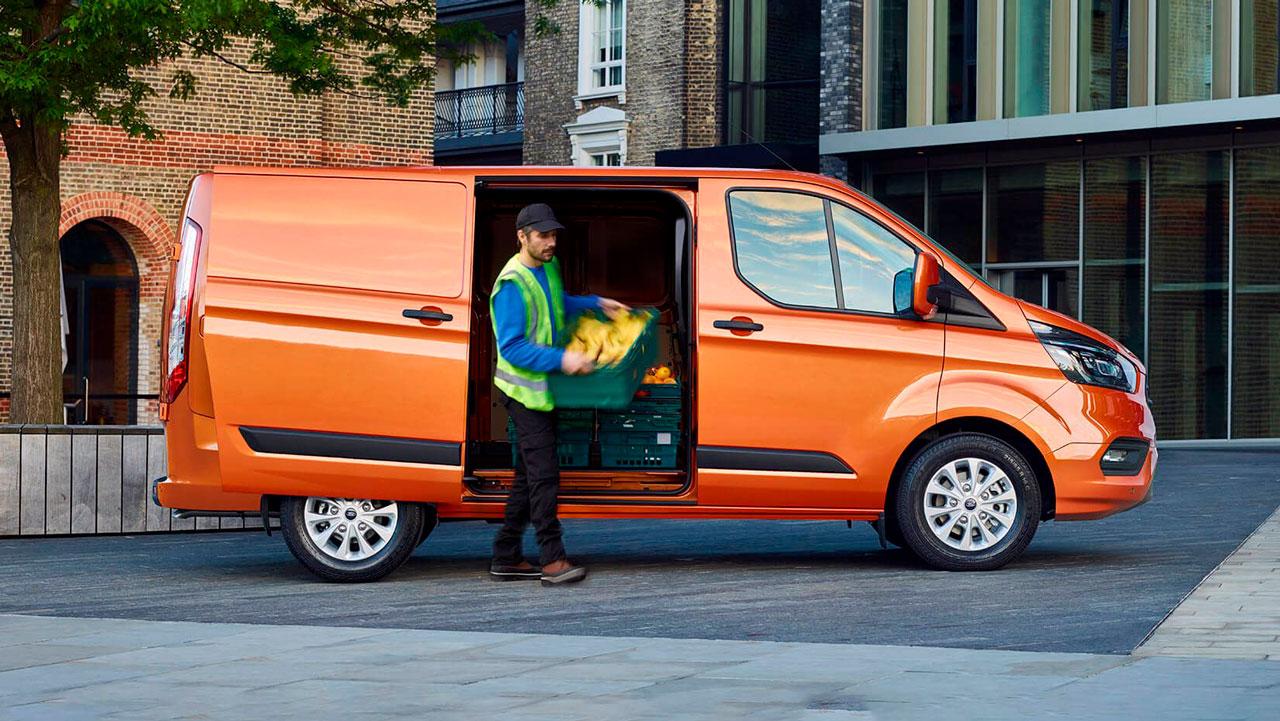Ford Transit Custom fra siden