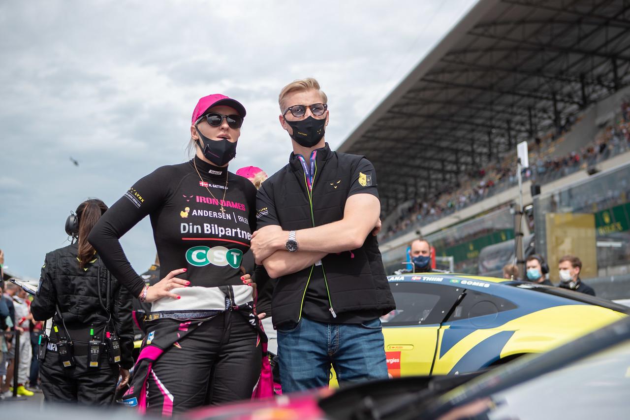 Michelle Gatting ved sin racerbil